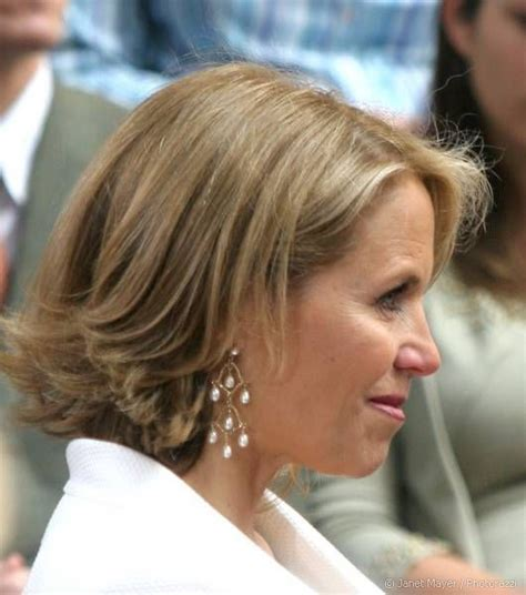 short hairstyles with a lot of layers katie couric s short style has lots of movement and
