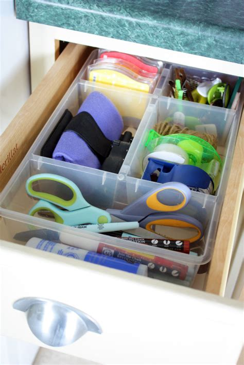 Organize Junk Drawer Kitchen by How To Organize Drawers In The Kitchen The Interior Decorating Rooms