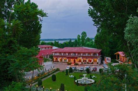 best hotels in srinagar 10 best hotels in srinagar near dal lake