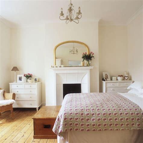 bedroom fireplace house tour 25 beautiful homes prosa trecos e cacarecos quartos tradicionais