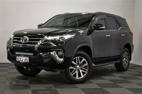 Fortuner Black 2015 toyota fortuner crusade wagon black used 3677