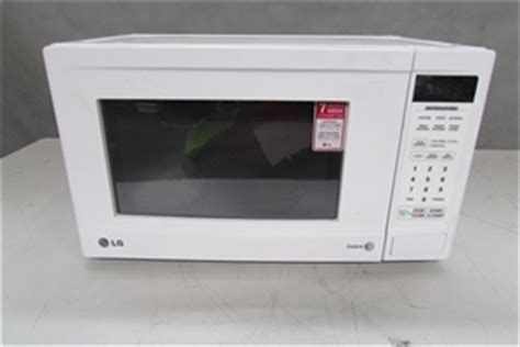 Microwave Lg 450 Watt lg iwave microwave oven model ms204if 700 watt with turntable and plate n auction 0186