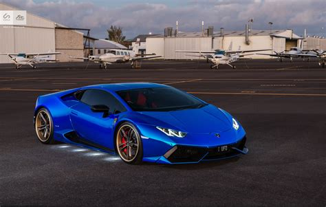 chrome lamborghini stunning blue chrome lamborghini huracan by sunus