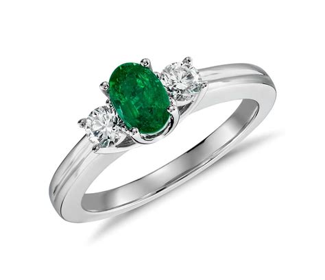 emerald and ring in 18k white gold 6x4mm