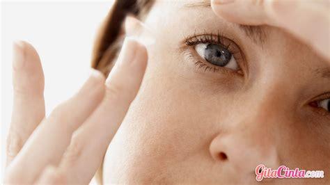 pentingnya menjaga kebersihan lensa kontak demi terhindar