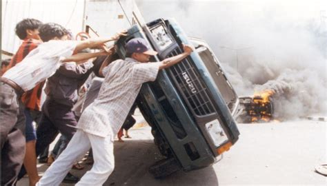 Film Dokumenter Mei 1998 | ditekan aparat pemutaran film tragedi mei 1998 batal