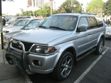 2002 mitsubishi montero sport information and photos