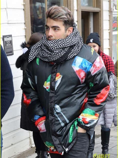 Koleksi Jaket Sweater Model Just Do It Heboh Joe Jonas Pakai Jaket Gambar Mi Ayam Hingga Petai