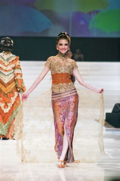 desain dress tile indonesian traditional attire kebaya with laces tulle