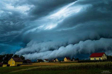 Shelf Cloud Definition by Spectacular Shelf Cloud Swallows Up Houses Like A Sky