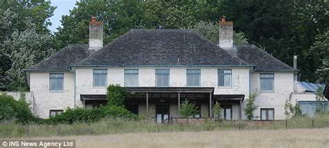Architect Designed House Plans Rowan Atkinson Upsets Neighbours With Plans To Replace