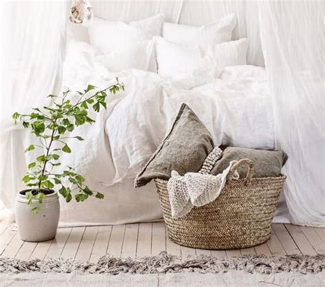 best colors for northeast facing rooms 1000 images about bedroom feng shui on master bedrooms linens and bed placement