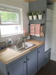Apartment Kitchen Design Ideas 25 Best Ideas About Small Galley Kitchens On Pinterest