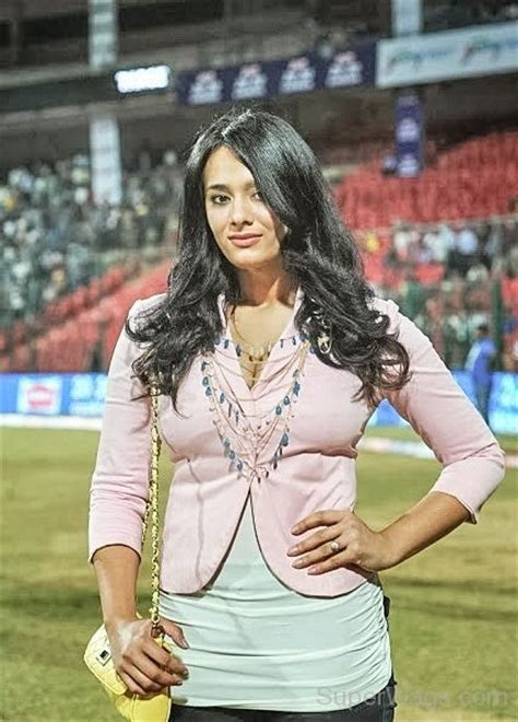 wife of stuard binni stuart binny with his wife mayanti langer super wags
