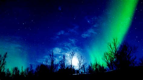 Gif Wallpaper Of Nature | northern lights space gif find share on giphy