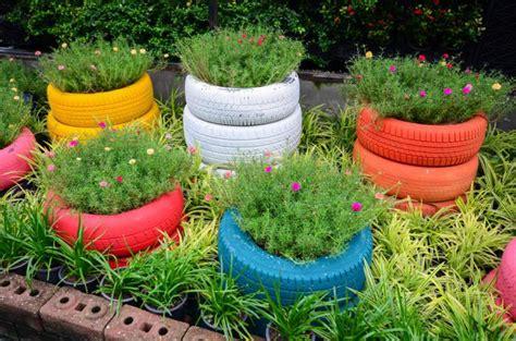 jardines de llantas neumaticos viejos para decorar tu jard 237 n 24 ideas