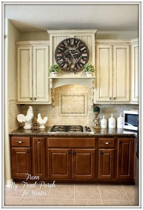 2tone cabinets. Dark on bottom, light on top like