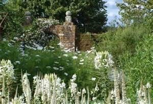 sissinghurst castle gardens white garden 1