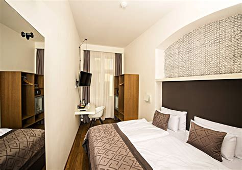 small single double room hotel golden crown prague