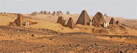 Beschriftung Pyramide by Meroe Pyramiden