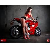 FOTOGRAFIE M&228nner R&228keln Sich Sexy Auf Der Ducati  KlonBlog