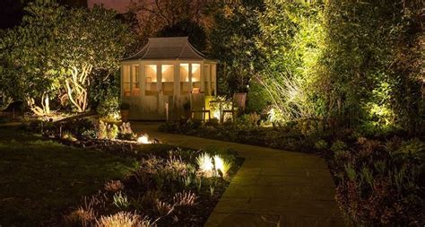 giardino illuminati giardino illuminato illuminazione giardino come