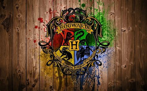 Hogwarts Logo On Wood poudlard harry potter logo bois fonds d 233 cran