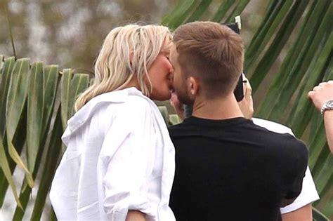 imagenes i need your love ellie goulding kisses calvin harris in miami mirror online