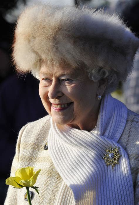 queen elizabeths iconic hats  pictures photosimagesgallery