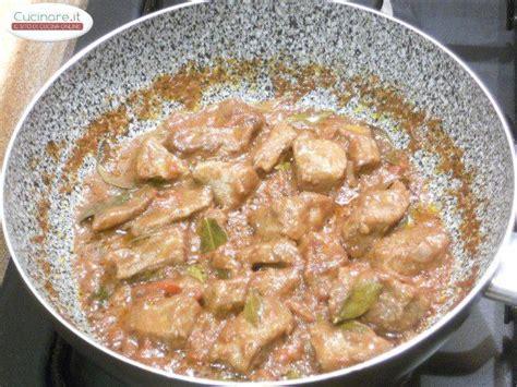 cucinare spezzatino di manzo spezzatino di manzo al saragiolo e mirto cucinare it