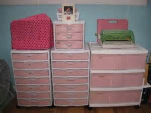 pink plastic blanket storage ideas organization and 82 best opbergen storage images on pinterest