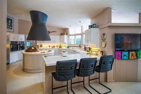 elvis honeymoon house archi la maison o 249 elvis presley 224 pass 233 sa lune de miel est en vente pour 9 5