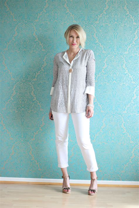clothing styles for 50 years old womens a fashion blog for women over 40 and mature women http