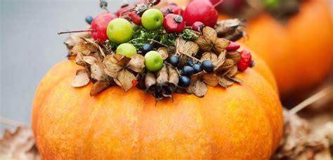 decorare zucche di halloween 10 decorazioni chic per le zucche di halloween leitv