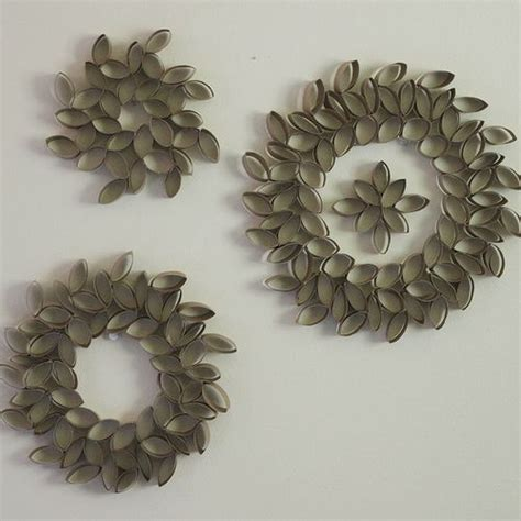 toilet paper roll wreath craft must make toilet paper wreaths craft ideas