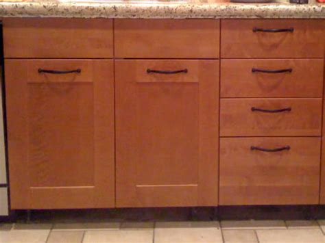 Where To Place Handles On Kitchen Cabinets by Kitchen Cabinet Handles Bathroom Cabinet Handle Placement