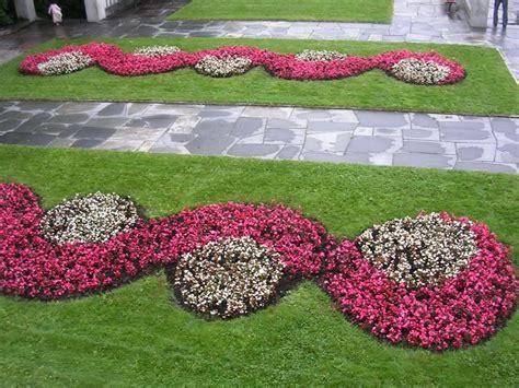 fiori per bordure basse scegliere grigliati per terrazzi arredamento per