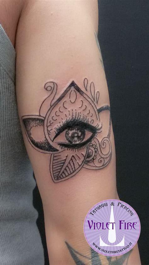 fiori di loto braccio tatuaggio mehndi occhio su braccio tatuaggio fiore di