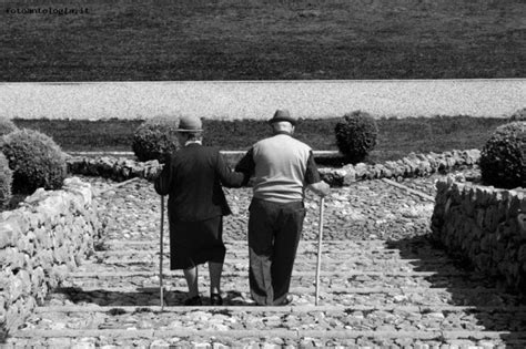 extraterrestre portami via testo foto anziani