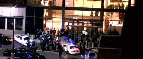 Garden City Ny Mall Shooting New Jersey Mall Shooting Search For Gunman After