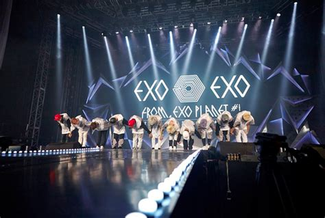 what you missed at exo s 2017 concert in singapore cleo exo opens up about holding concert without kris soompi
