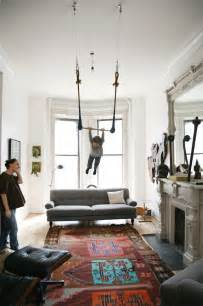 i have two kids living room trapeze