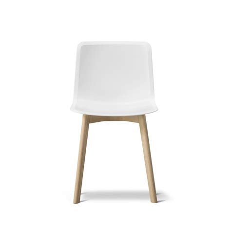 stuhl eiche pato wood base chair by fredericia connox
