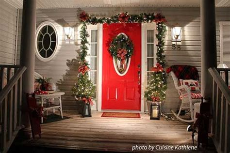 Add Curb Appeal - choose a christmas door decoration for holiday pizzazz