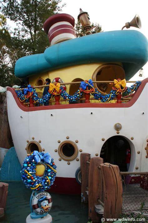 Decorations At Disneyland by Decorations At The Disneyland Resort Img 7375