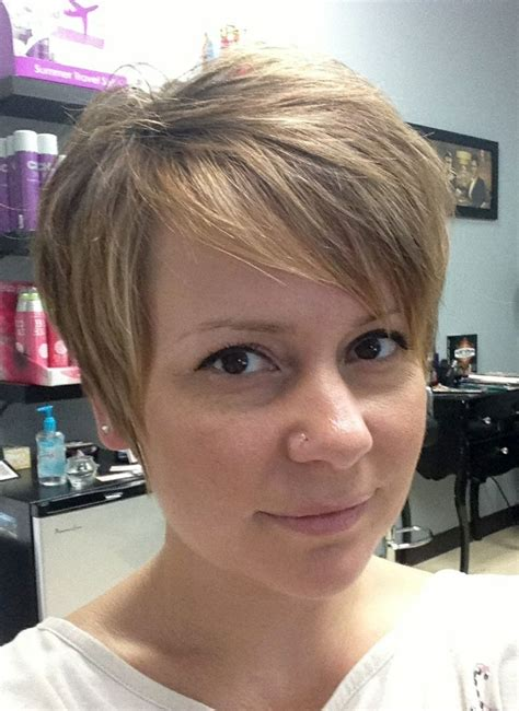 step by step guide for cutting a pixie haircut growing out a pixie cut a step by step guide to be