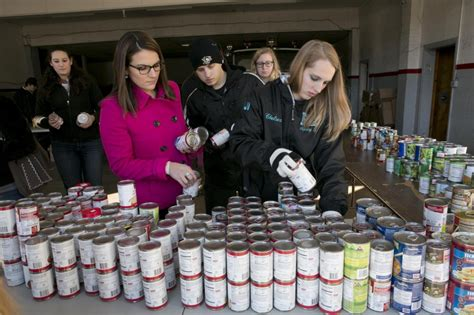 Student Food Pantry by Cus Food Banks Grow Fight Stereotypes Earth Eats