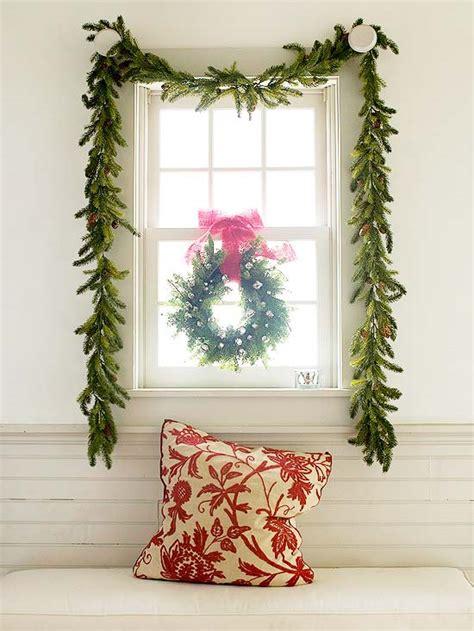 weihnachtsdeko fenster kranz weihnachtsdeko und ideen f 252 r zuhause festliche girlanden