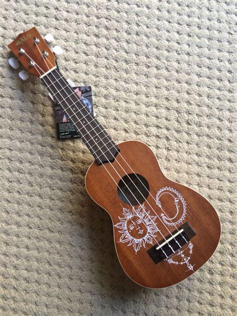 flower design ukulele drew on my friend s ukulele with a white sharpie love