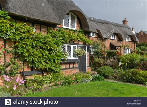 cottages bedfordshire pretty thatched cottages in the of thill